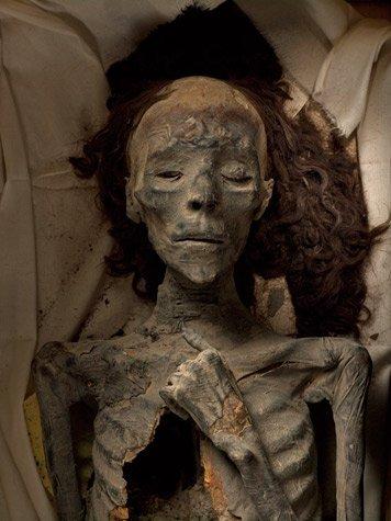 Momia de la abuela Tiy de Tutankamon