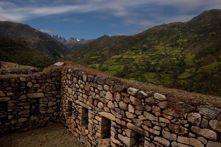 En un lugar llamado Rosaspata los muros de piedra muestran el antiguo trazado urbano de Vitcos, uno de los ?ltimos refugios de los soberanos incas que combatieron en vano para derrotar a los invasores espa?oles.