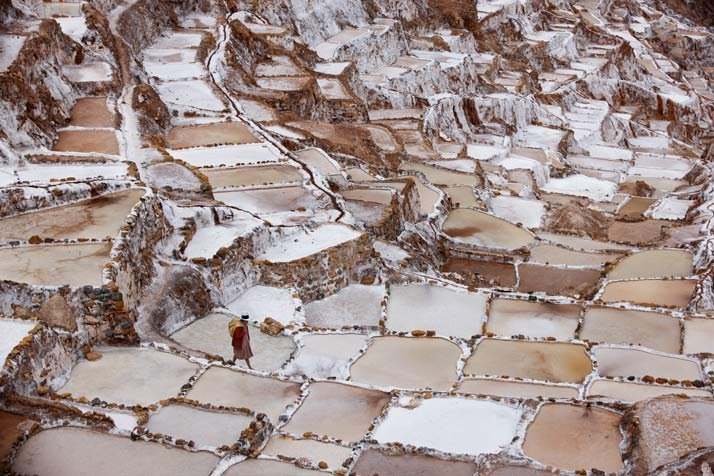 En Maras, los dep?sitos abancalados de agua rica en minerales producen sal por evaporaci?n, como ya hac?an en tiempos de los incas