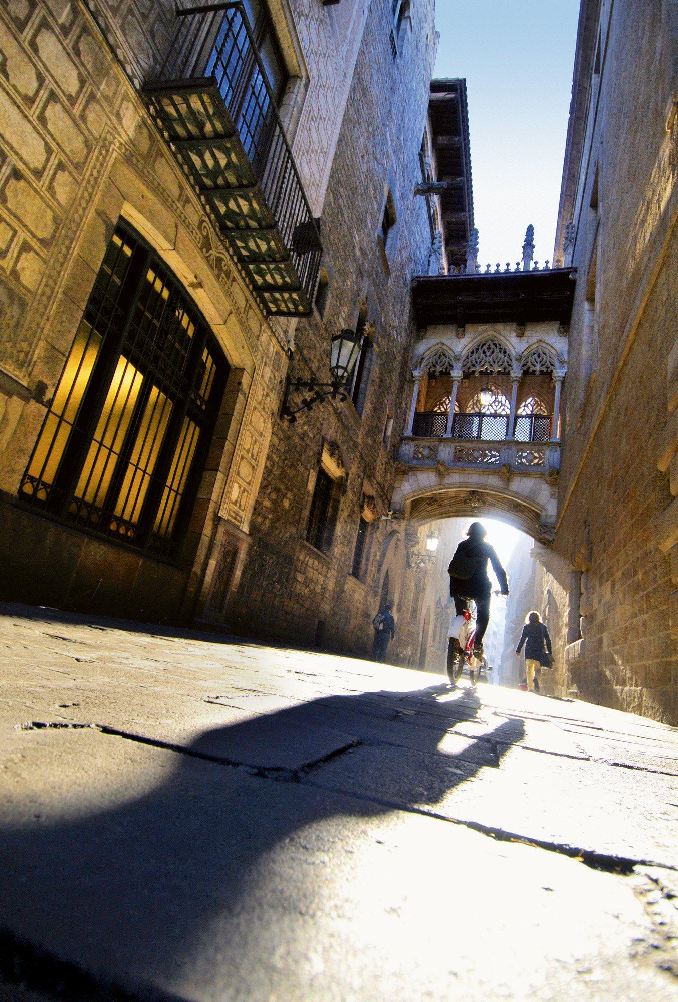 Rincones con encanto del barri g tic de barcelona for Rincones de jardines con encanto