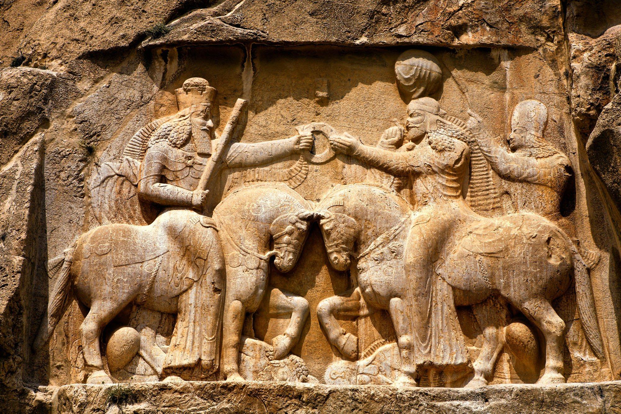 Ardashir recibe la realeza de Ahura Mazda