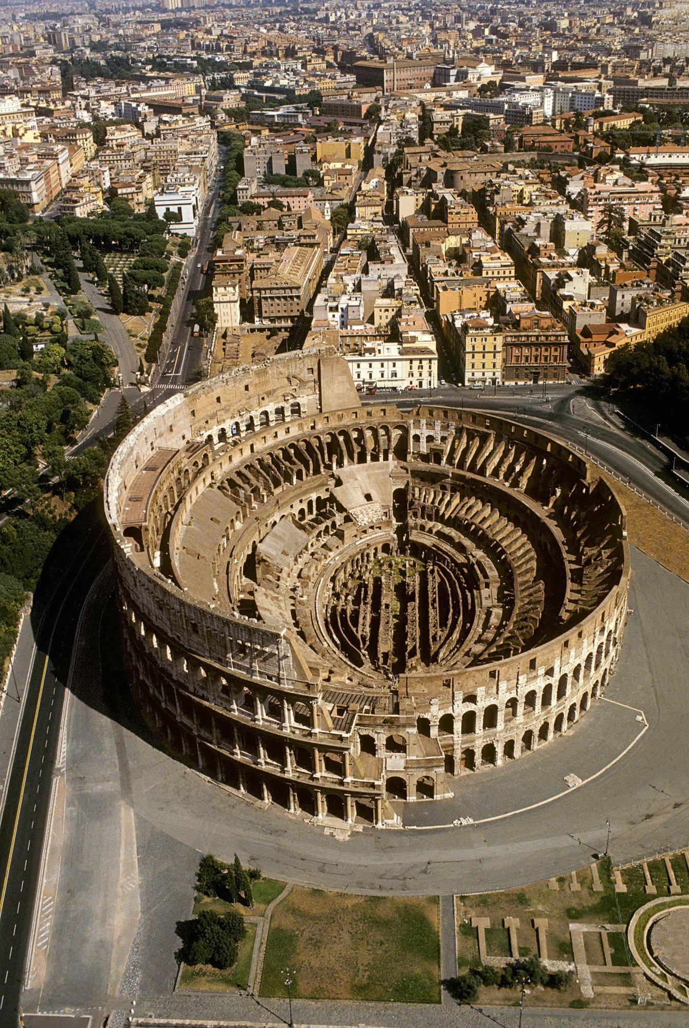El Coliseo De Roma Gladiadores Y Luchas De Fieras