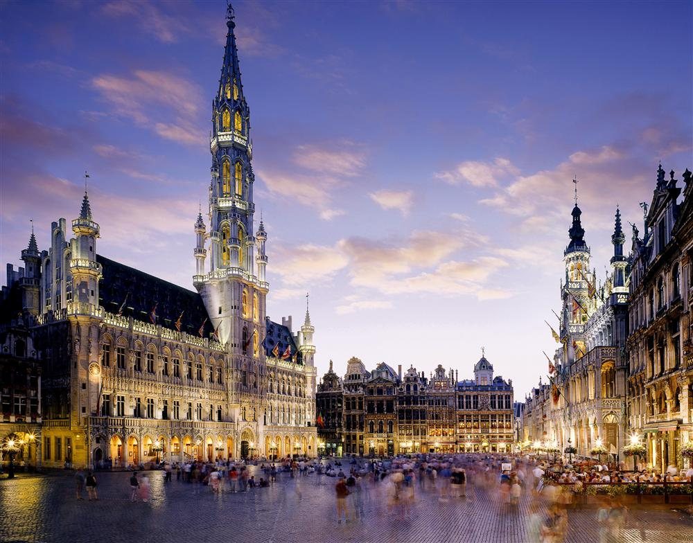 77737236. Grand Place