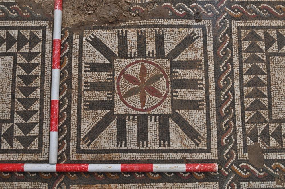 http://www.nationalgeographic.com.es/medio/2013/11/06/alcala_del_rio_1000x664_3.JPG?random=1385748144011