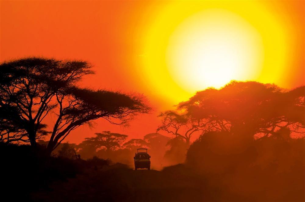 3687894 xl. Atardecer africano