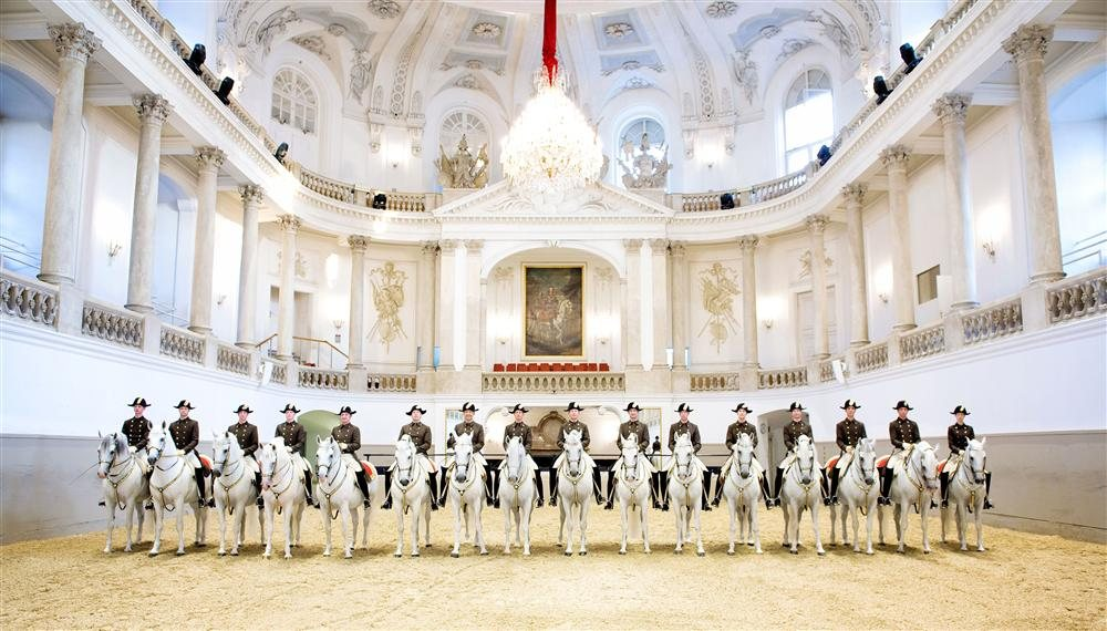 Riders Stallions Spanish Riding School Stefan Seelig. Tributo a Viena