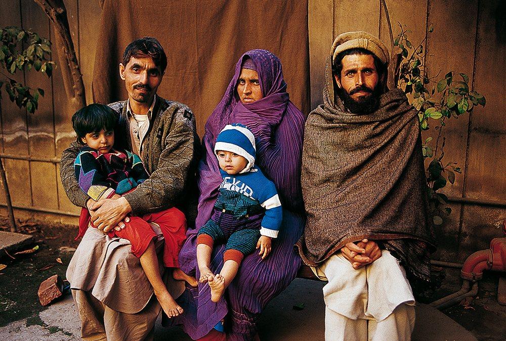 La vida de la niña afgana, la refugiada más famosa del mundo