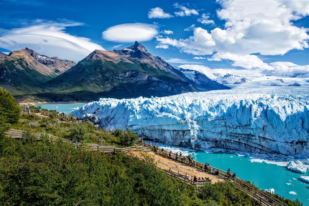 SB Watching the Glacier. Parque Nacional de Los Glaciares