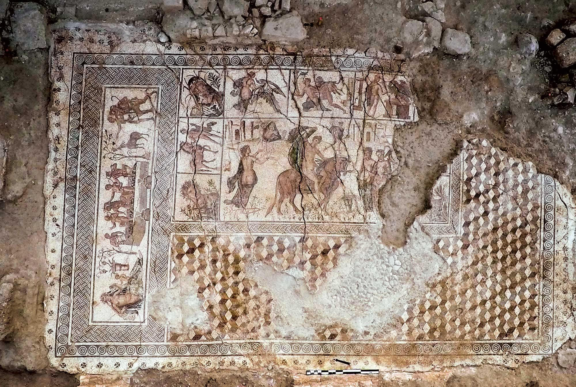Descubren un espl ndido mosaico romano en cija national for El mural de mosaicos