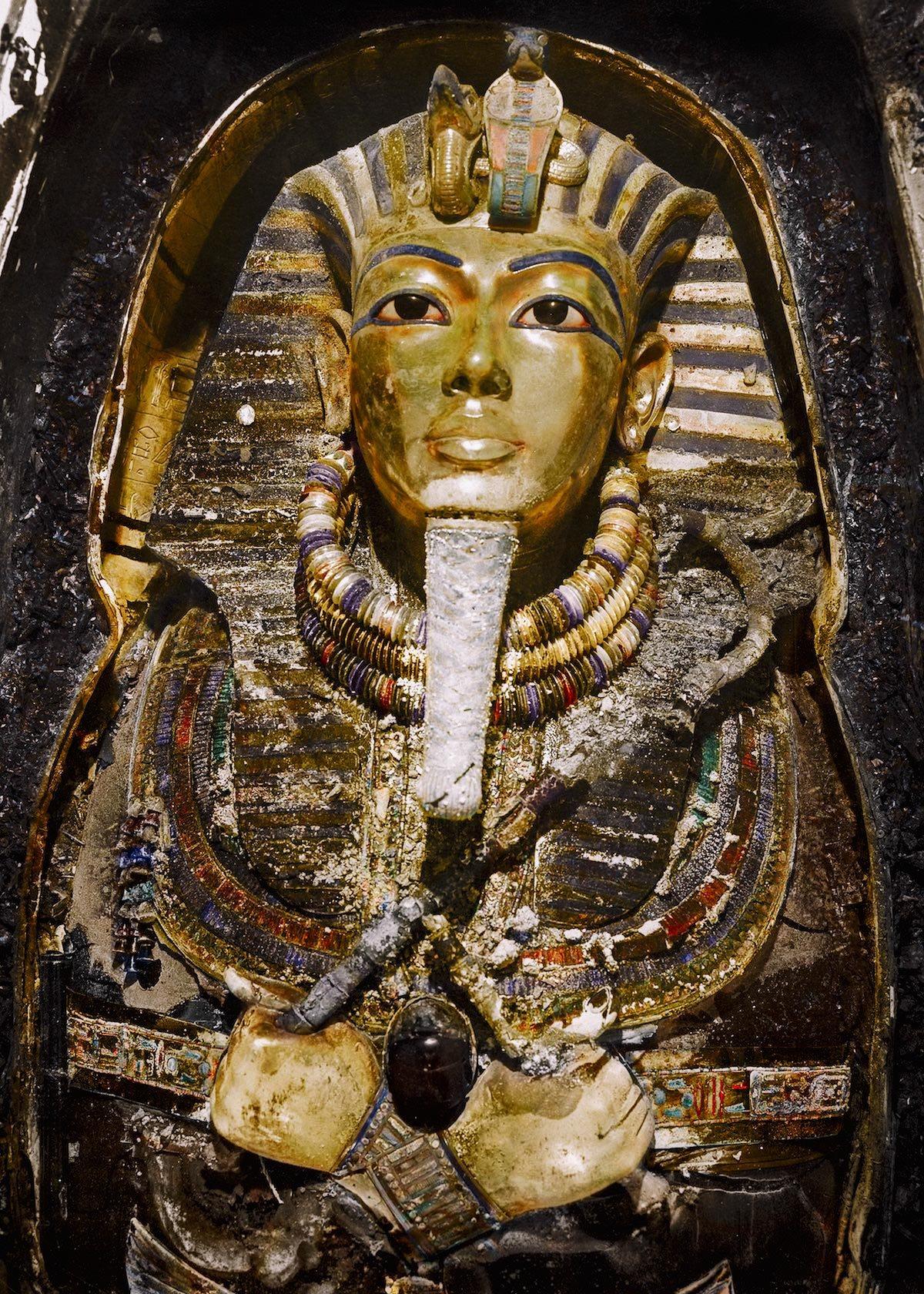 Colorean las fotografías del hallazgo de la tumba de Tutankamón