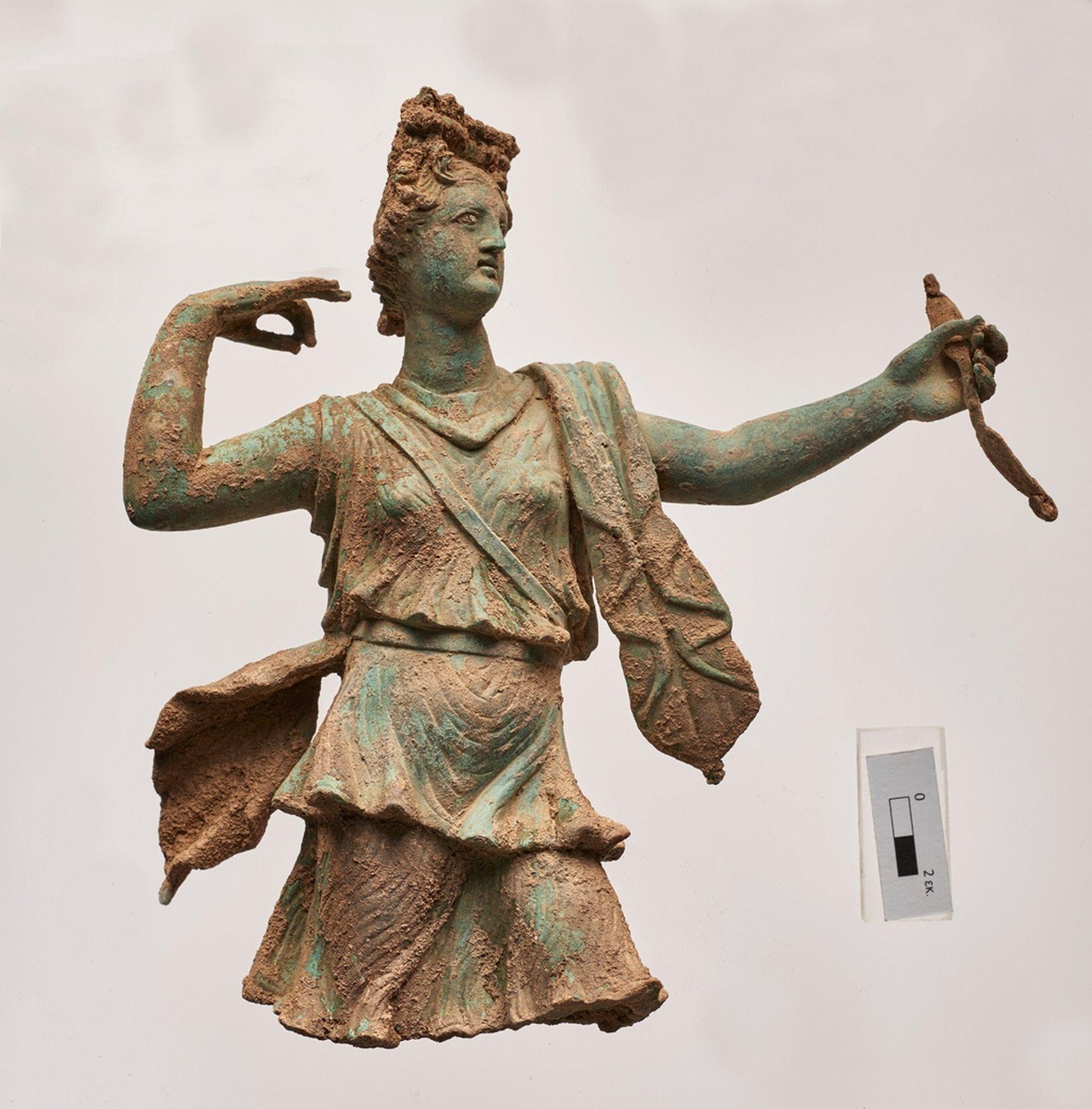 3320be980b95 Encuentran una estatua de Artemisa y otra de Apolo en la isla de Creta