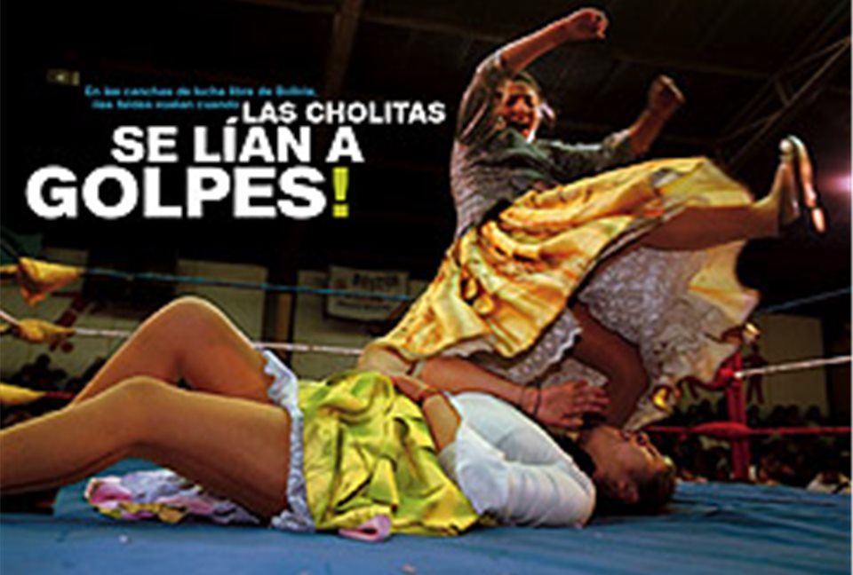 Bajo faldas de cholitas