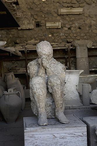 El Brujo de Pompeya Molde-figura-humana-macellum-mercado-comida-pompeya_89f1816e