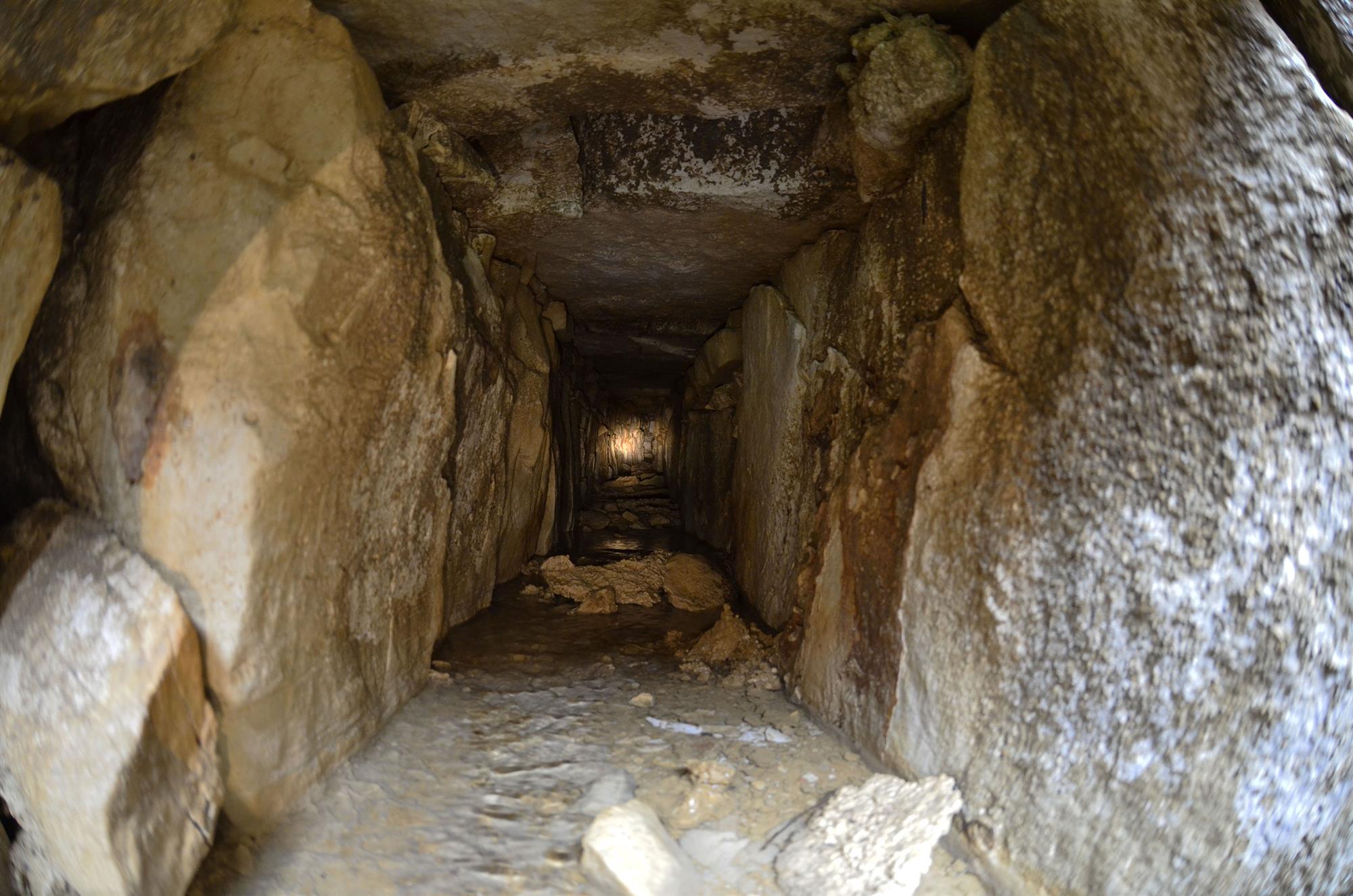 Túneles de la época maya en el Templo de las Inscripciones (México)