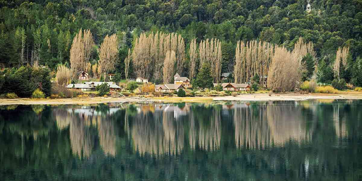 kevin read by the lake. San Carlos de Bariloche