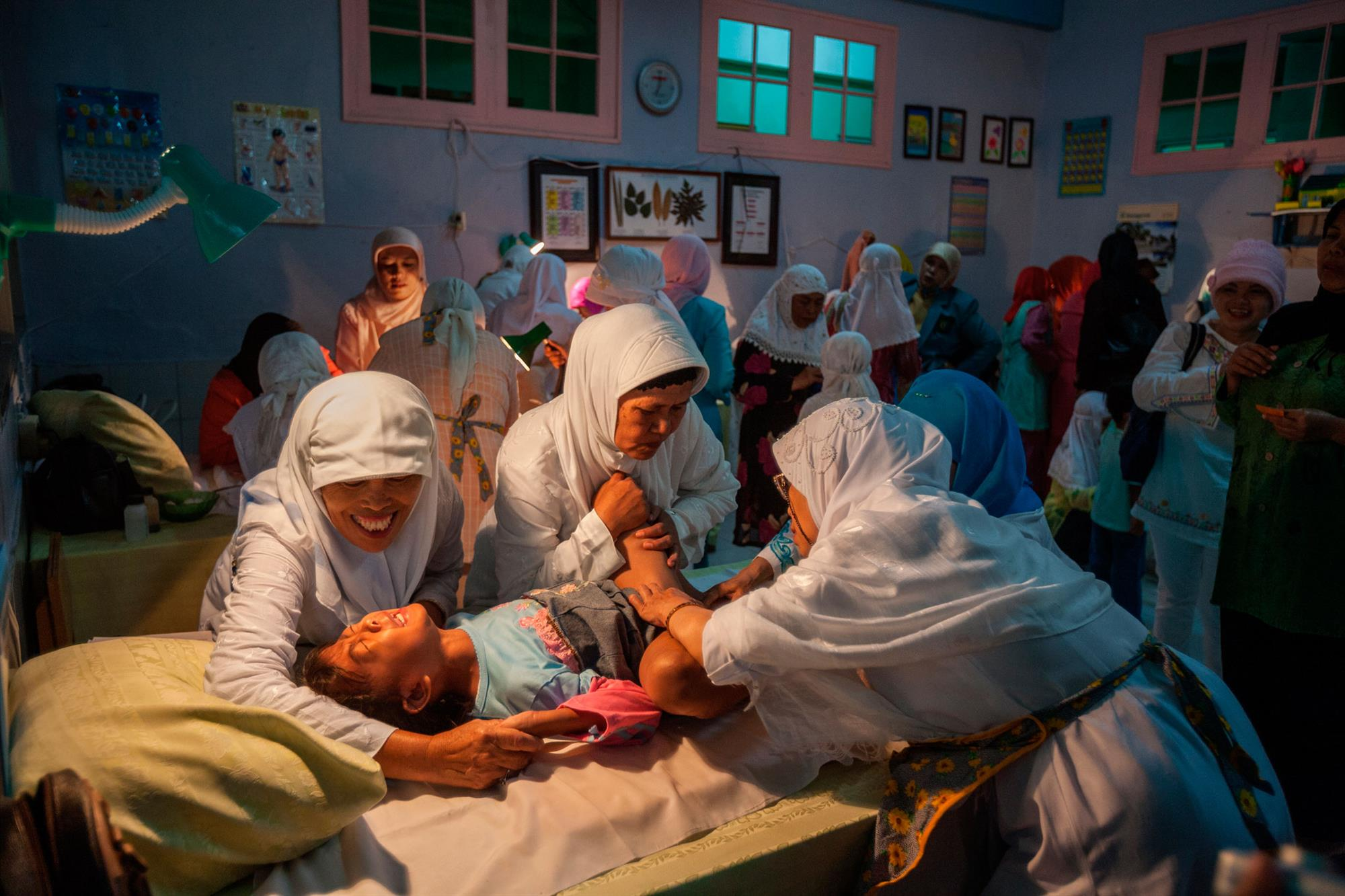 MG 1143. Mutilación genital
