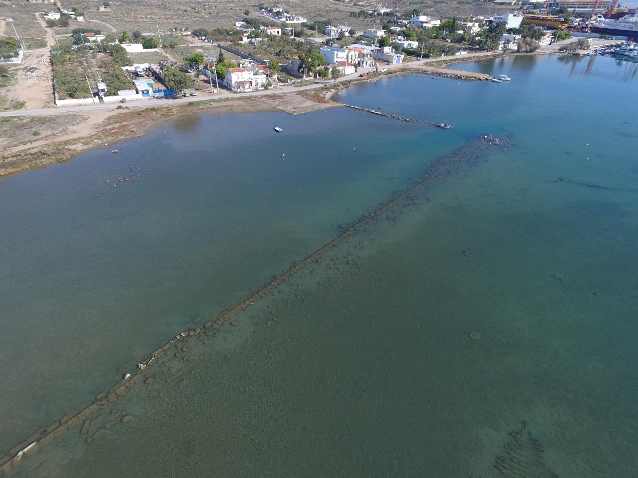 Investigan las antiguas instalaciones portuarias de la isla de Salamina