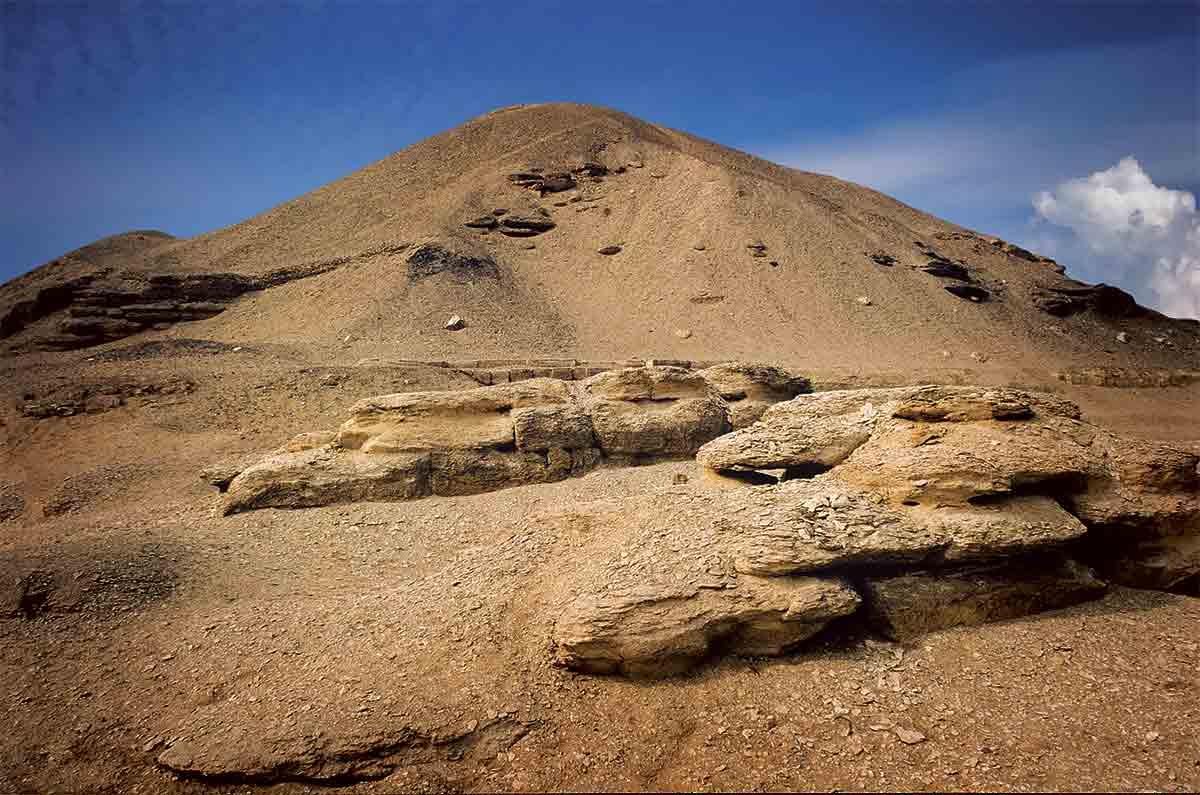 AA340719. La pirámide de Amenemhat I
