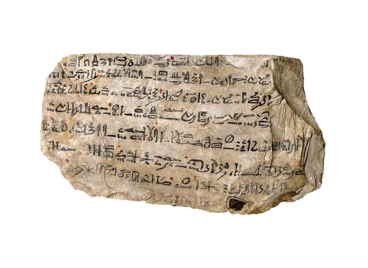 BM01486g. Uno de los óstraca en los que se inscribió la Historia de Sinuhé. Dinastía XIX, Museo Británico.