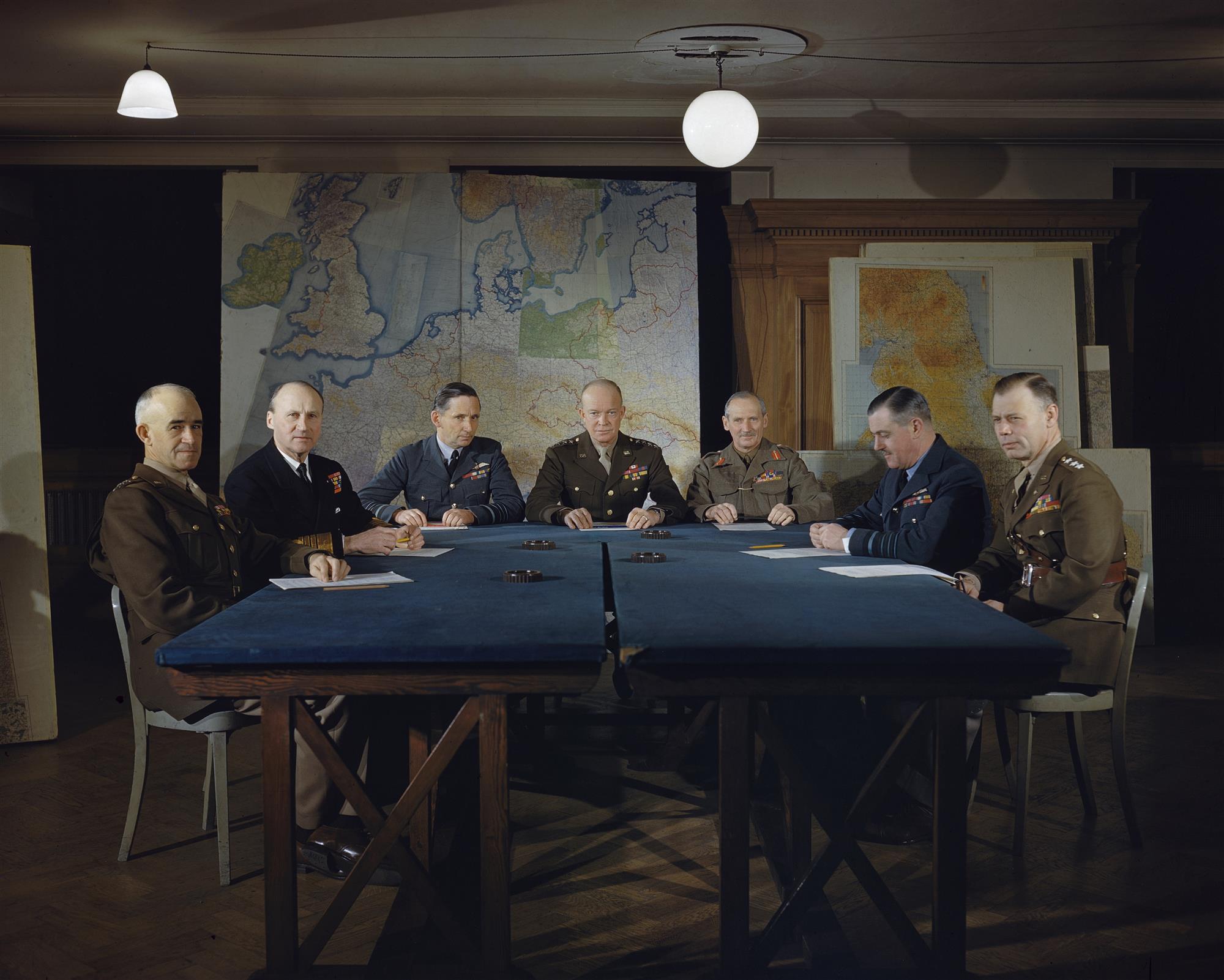 Eisenhower y los altos mandos
