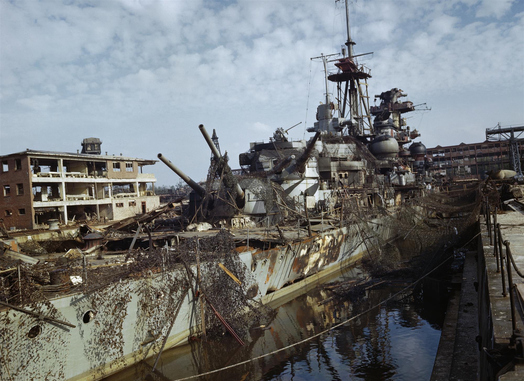 Crucero pesado alemán abandonado