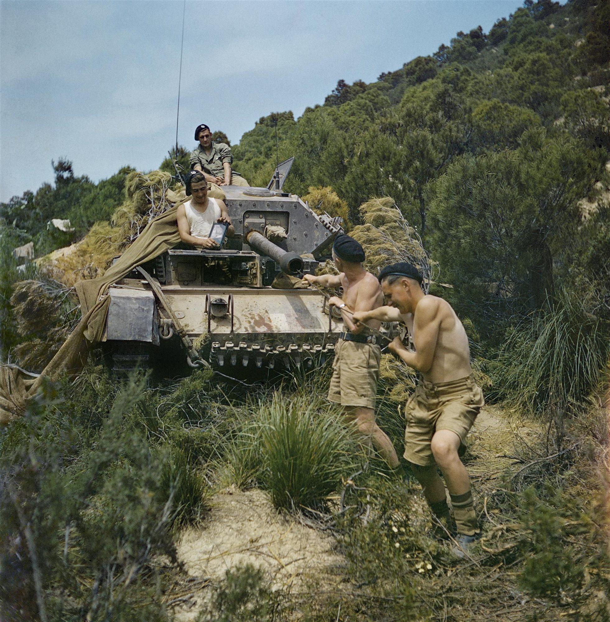 Limpiando el cañón del tanque