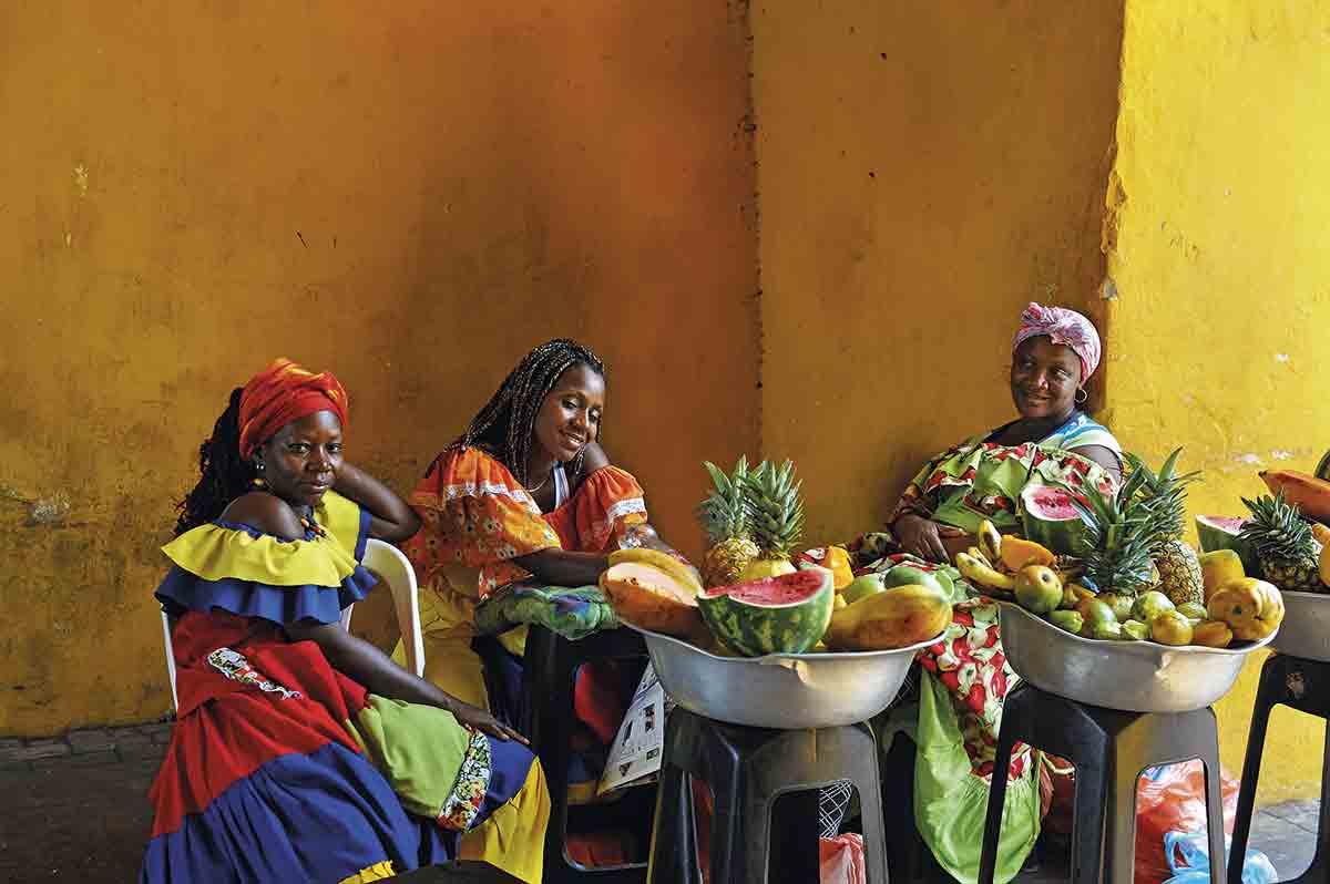 X3H-2657598. Vendedoras de fruta en Cartagena de Indias.