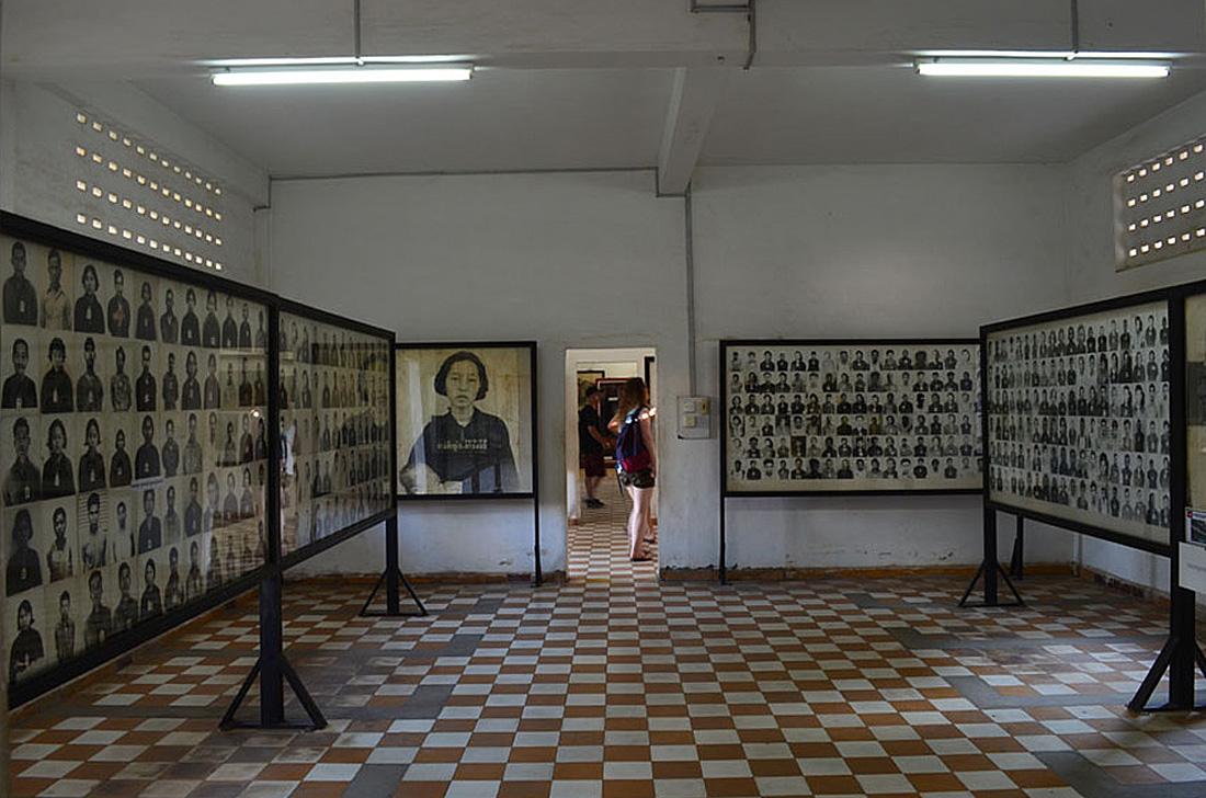 """Tuol Sleng Genocide Museum (Phnom Penh, Cambodia). Museo de los Crímenes Genocidas """"Tuol Sleng"""" (Nom Pen, Camboya)"""