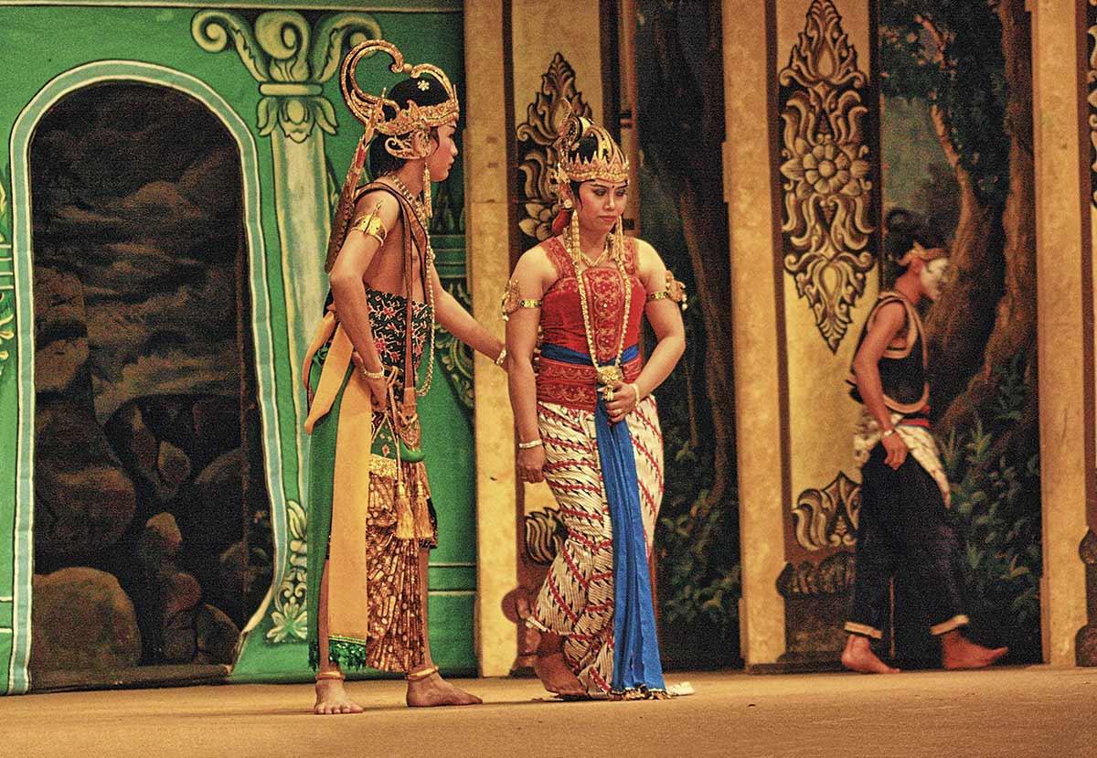 SOLO,-TEATRE-WAYANG-ORANG.-JAVA-(30). Representación teatral en el parque de atracciones de Sriwedari, en Surakarta.