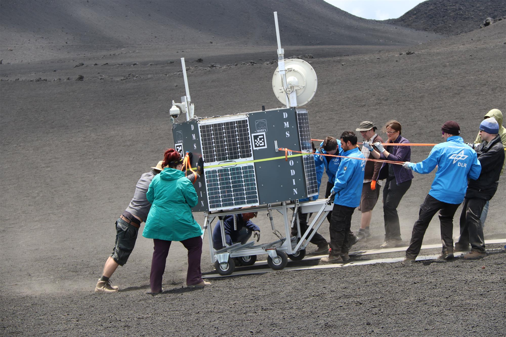 El Centro Aeroespacial Alemán prueba sus artefactos en el volcán Etna