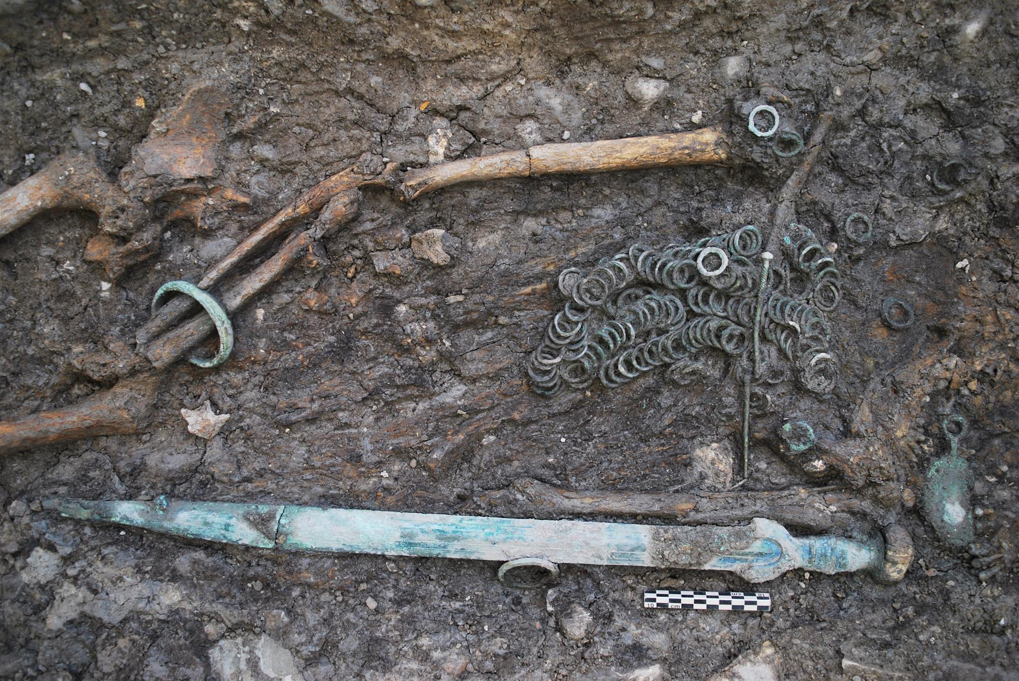 Descubierta la tumba de un guerrero en una necrópolis celta en Suiza
