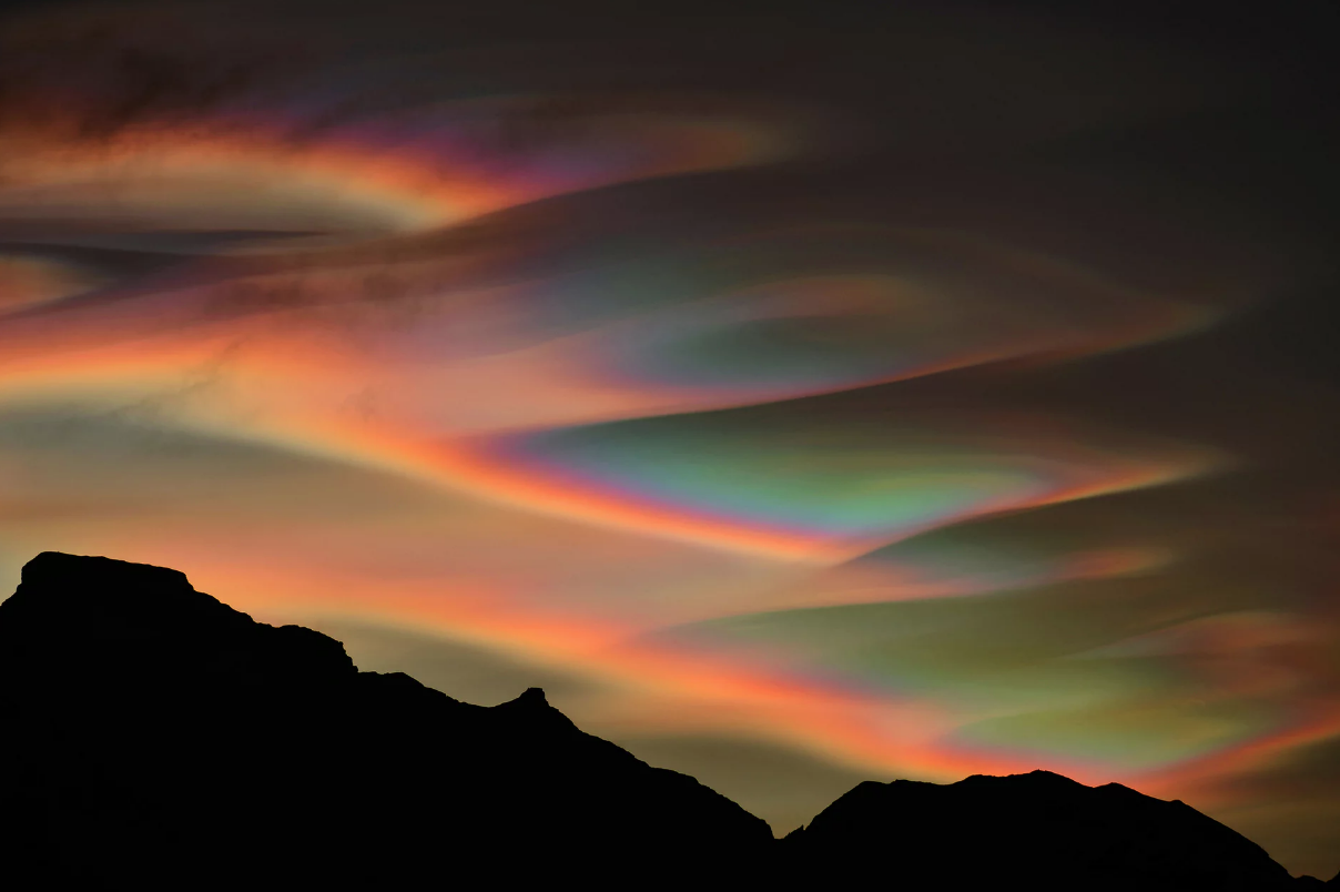 Foto: Bartlomiej Jurecki/ Insight Astronomy Photographer of the Year 2017. Nacreous Clouds