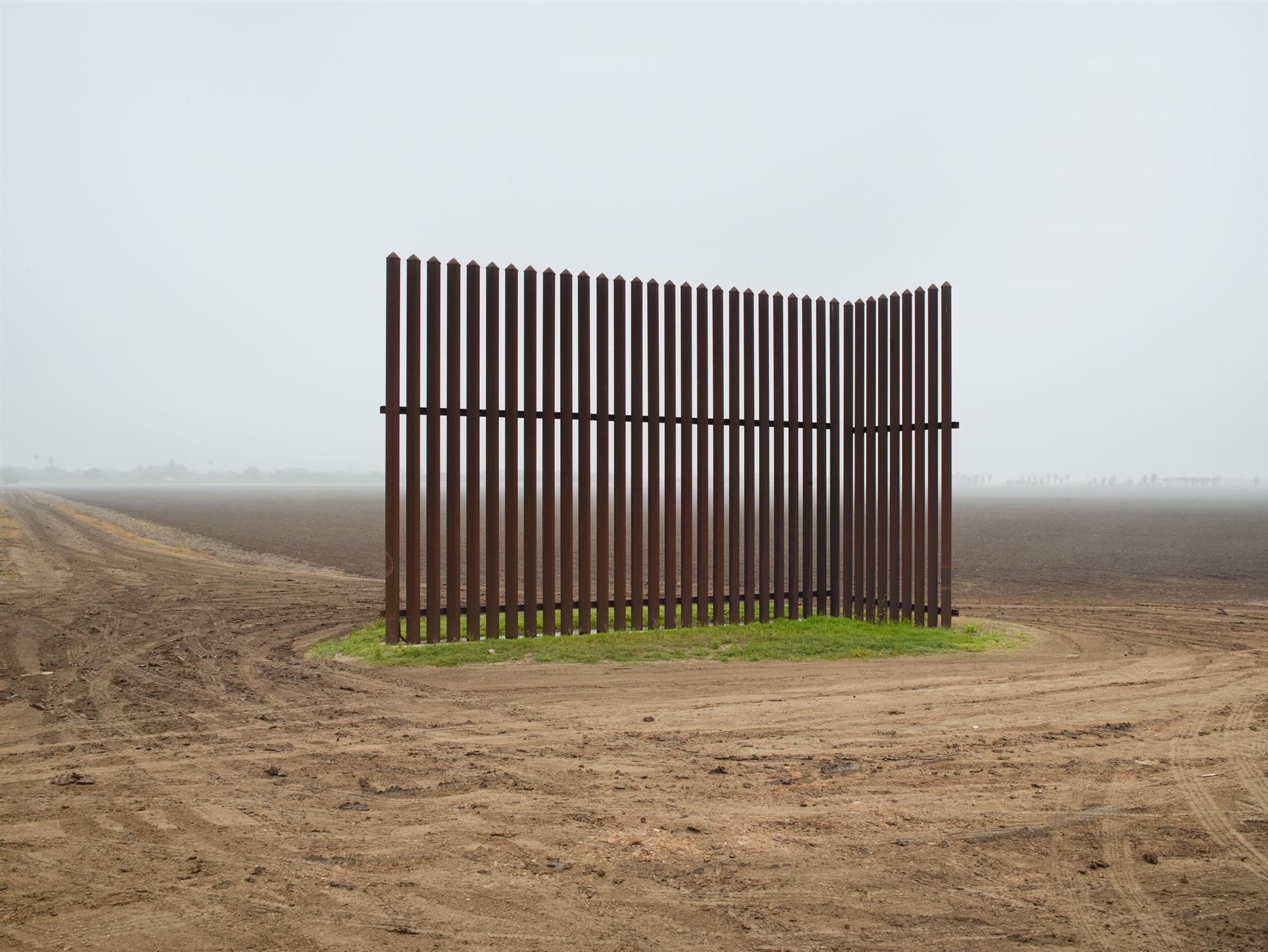 STOCK Wall LosIndios. Escultura fronteriza