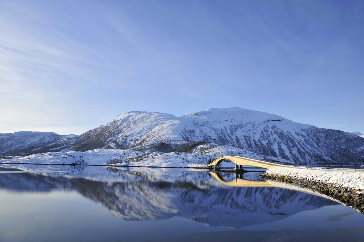 Arquitectura y paisajes de un viaje en coche por Noruega