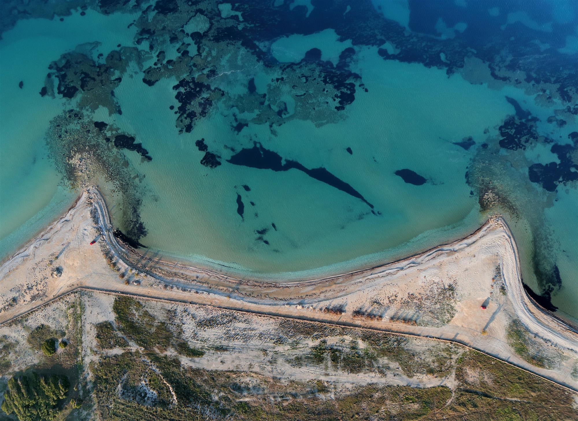 Hallan estructuras romanas monumentales y misteriosas en el antiguo puerto de Corinto