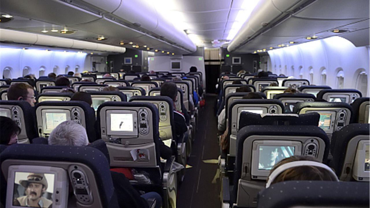 10 consejos para sobrellevar un vuelo largo