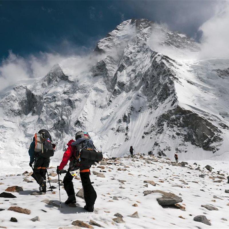 Kilian Jornet no subirá el Everest corriendo debido al mal tiempo