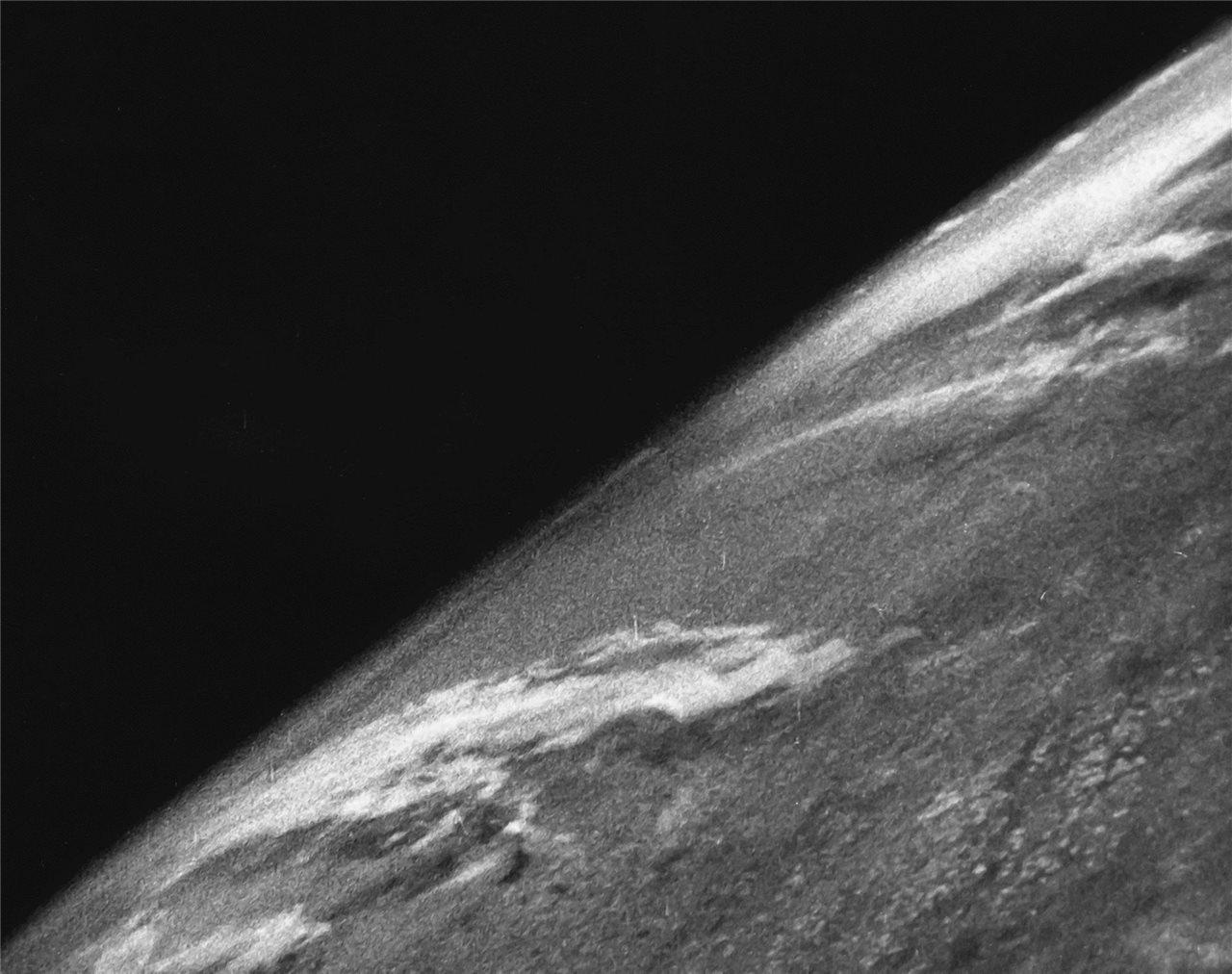 Primera fotografía de la Tierra desde el espacio exterior
