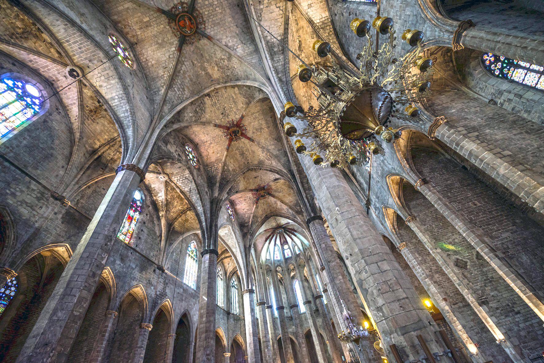 basilica-de-Santa-Maria-del Mar-interior. Es una joya del gótico catalán
