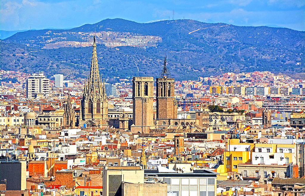 basilica-santa-maria-y-catedral. Se encuentra en el barrio de la Ribera y junto a la catedral