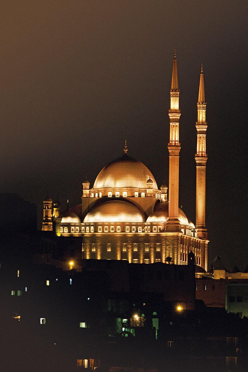Mezquita de Alabastro El Cairo. Faros en la noche cairense