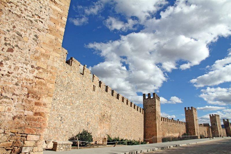 Las murallas del pueblo medieval de Montblanc