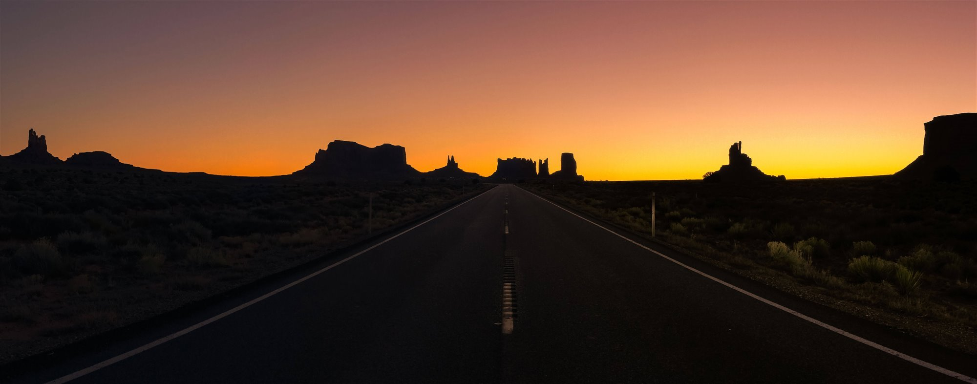 "36-3rd-PANORAMA-. ""Sunrise in Monument Valley"" (Puesta de Sol en Monument Valley)"