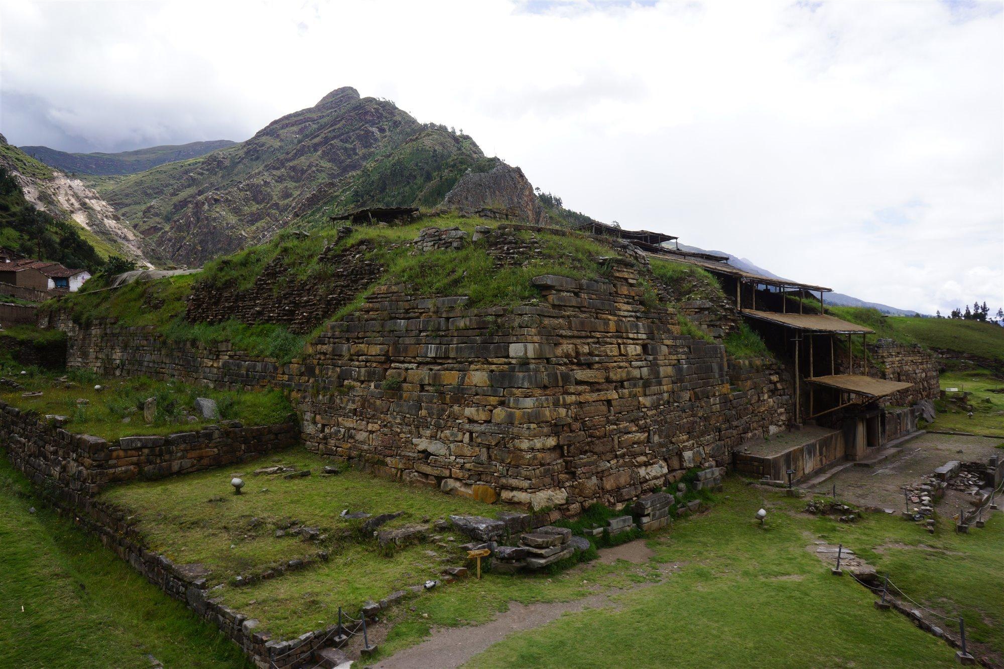 chavindehuantar3. El Castillo