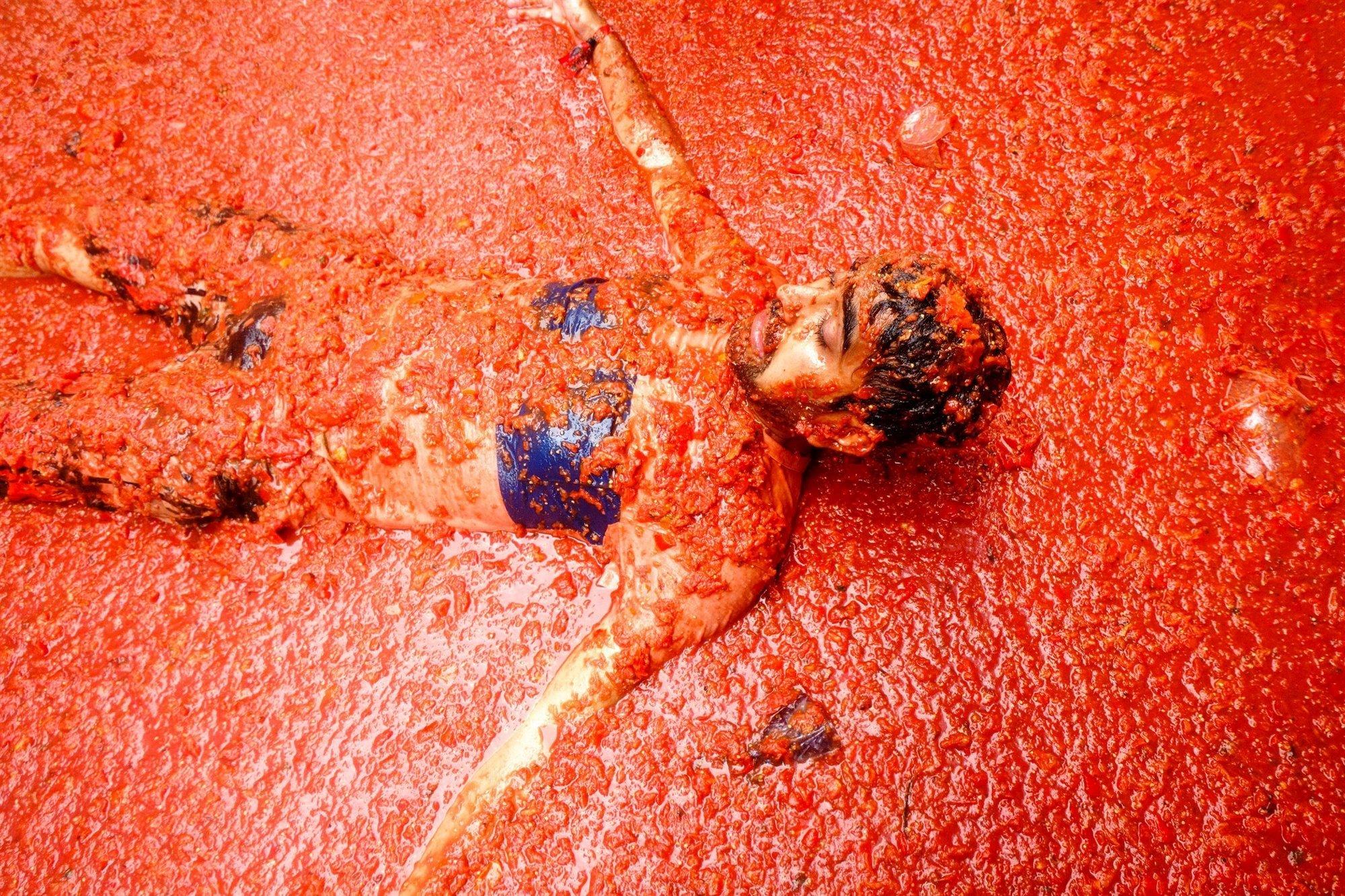 V47-2930491. El secreto de la tomatina es que los tomates estén muy maduros