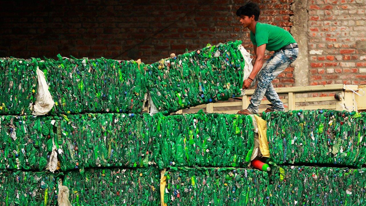 Reciclaje-de-plastico-en-la-india_24c40bac_1280x720