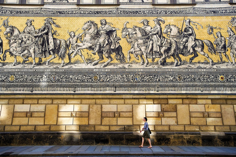 Mural El desfile - Dresde. Historia en azulejos