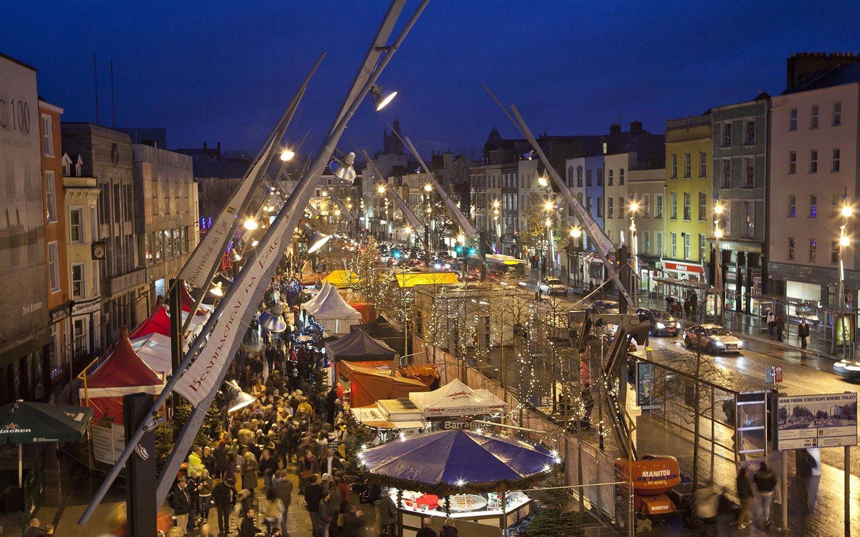 mercadillo-navideno-glow. El gran Desfile de Cork