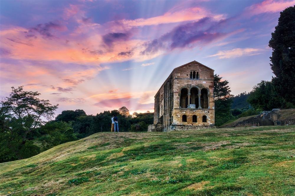 Glendor StaMariadelNaranco. Monumentos de Oviedo y del reino de Asturias