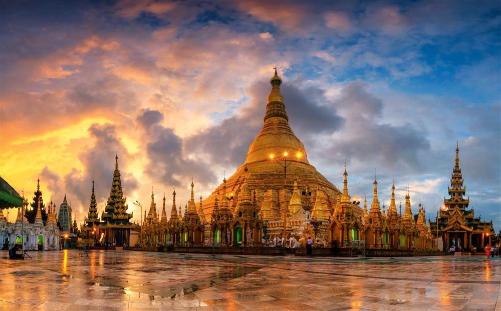 Schwedagon pano for NG. Shwedagon Paya